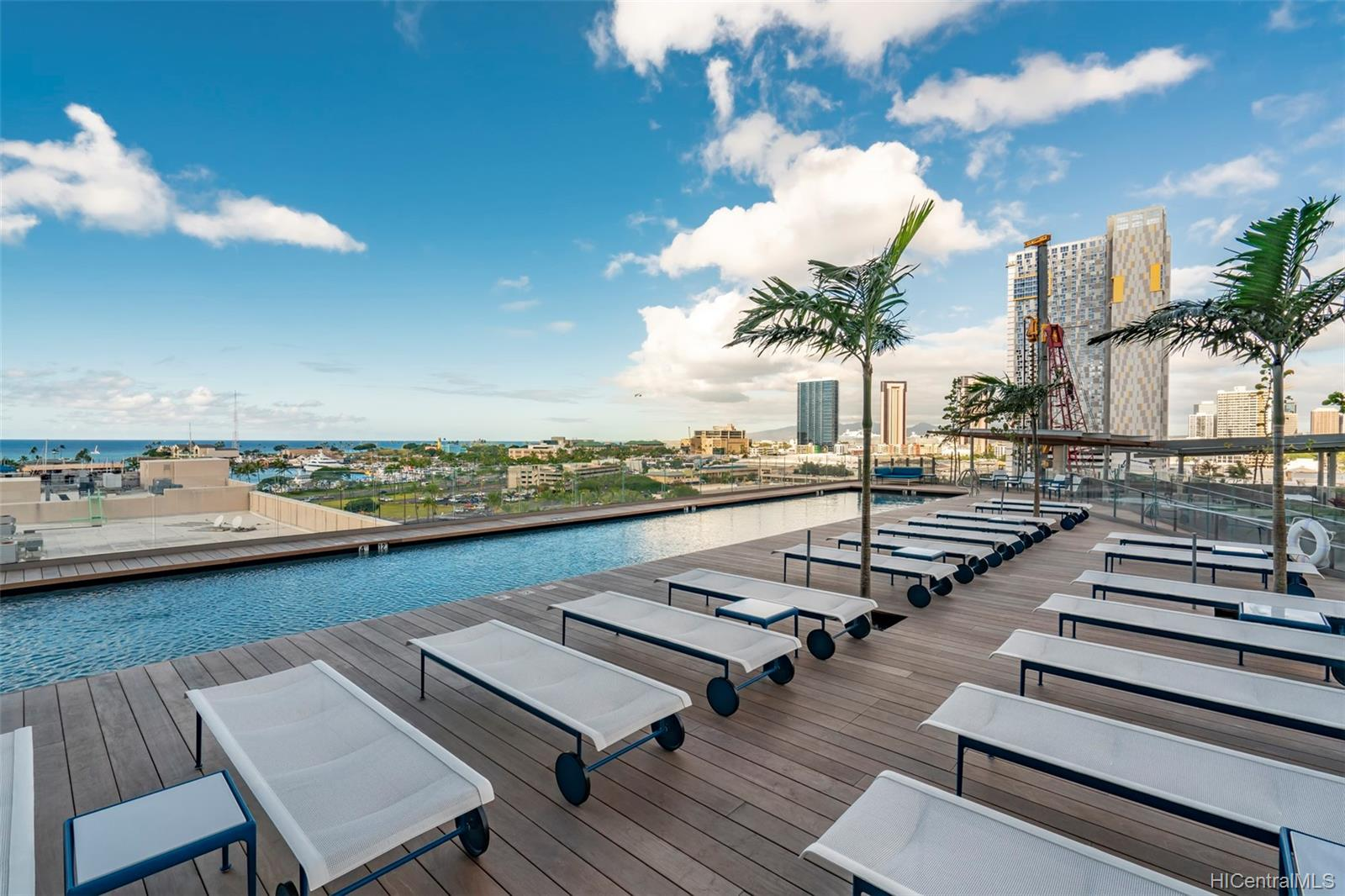 1001 Queen St Honolulu - Rental - photo 2 of 20