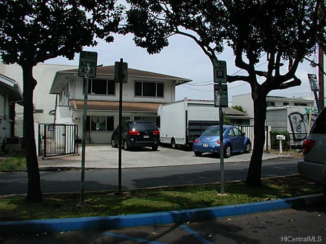 1008 Akoko St Honolulu - Multi-family - photo 1 of 9