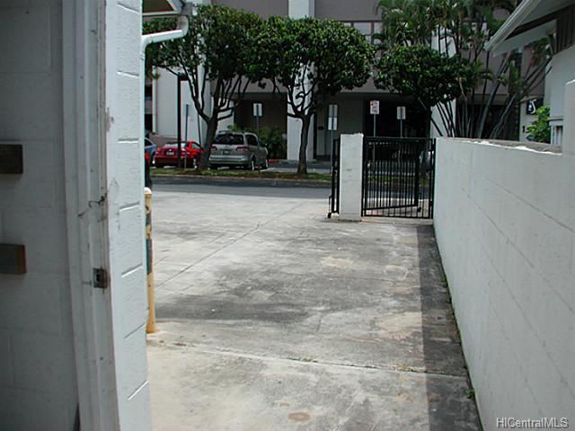 1008 Akoko St Honolulu - Multi-family - photo 4 of 9