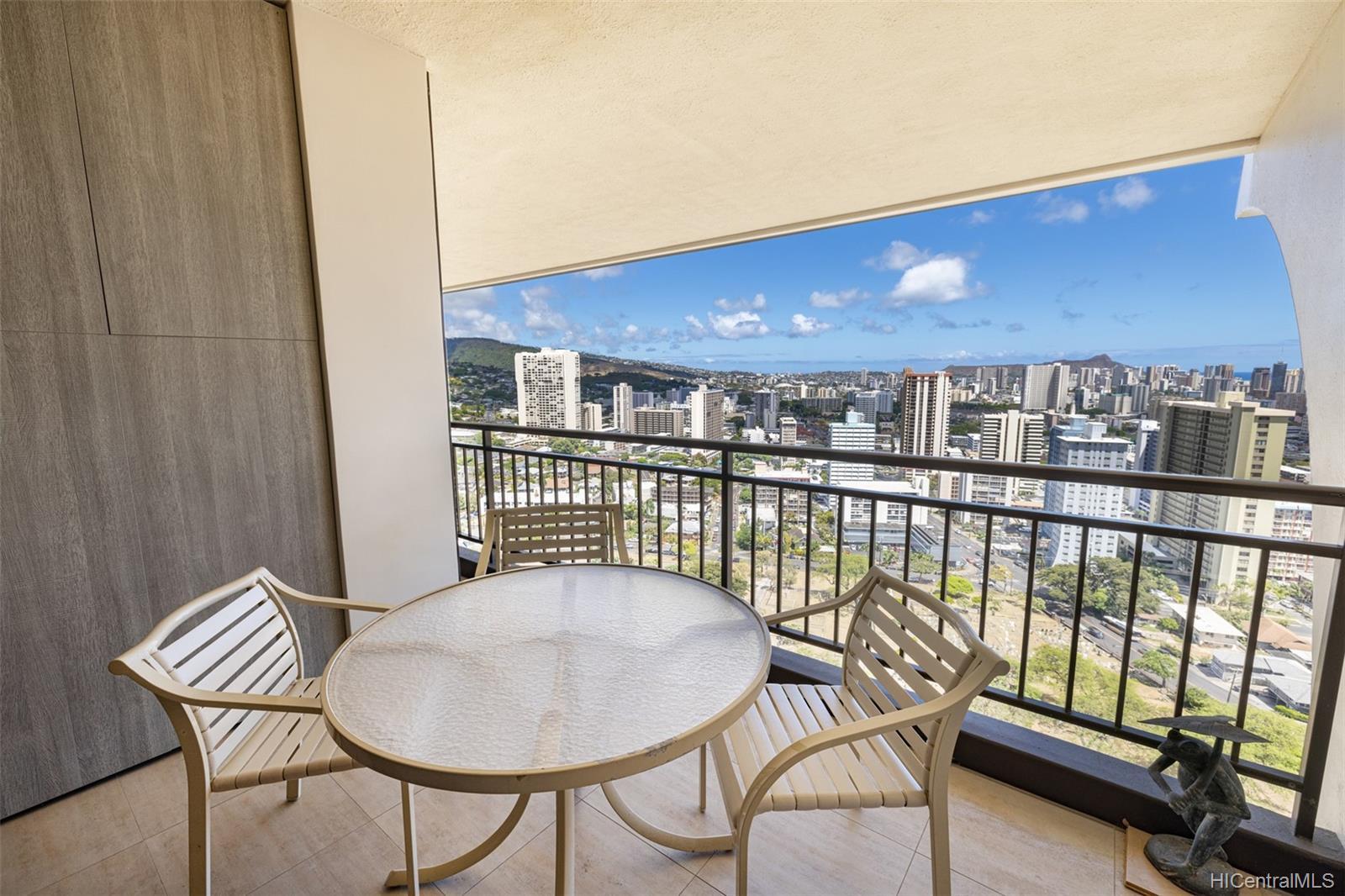 1010 Wilder condo # 1701, Honolulu, Hawaii - photo 19 of 25