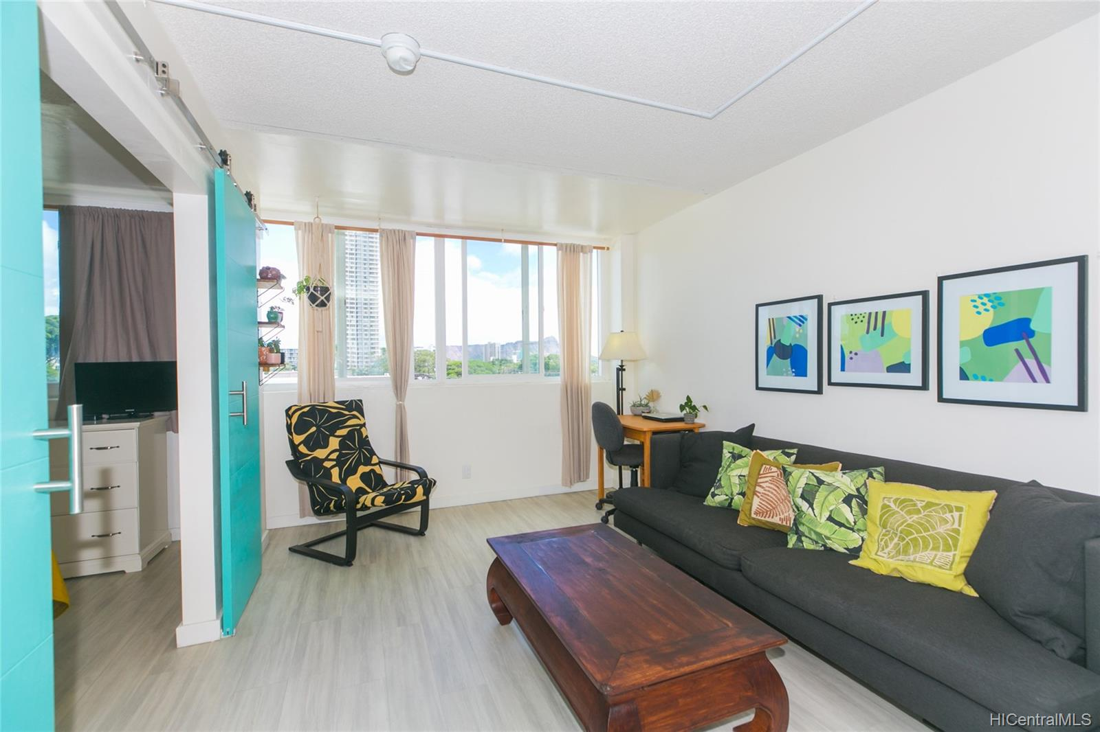 University Villa condo # 604, Honolulu, Hawaii - photo 3 of 19