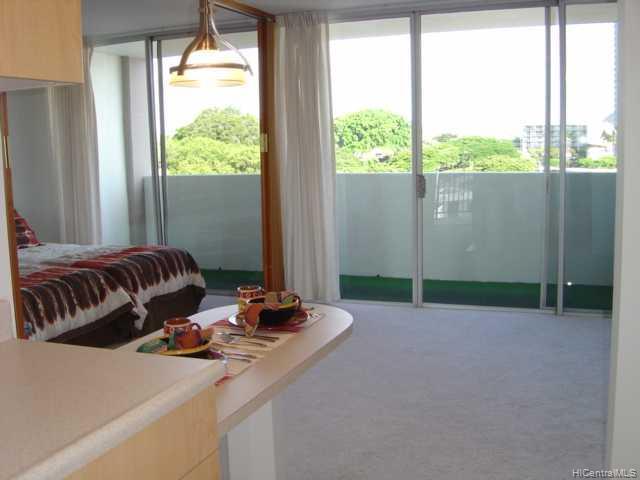 University Villa condo # 808, Honolulu, Hawaii - photo 3 of 6