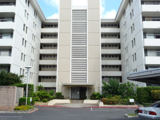 University Towers condo # 402, Honolulu, Hawaii - photo 1 of 25