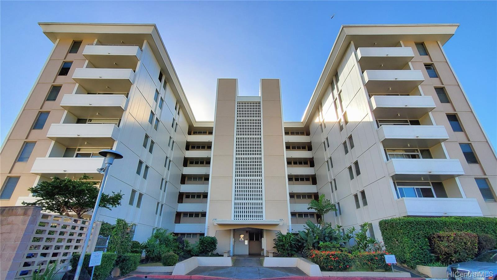 University Towers condo # 603, Honolulu, Hawaii - photo 1 of 25