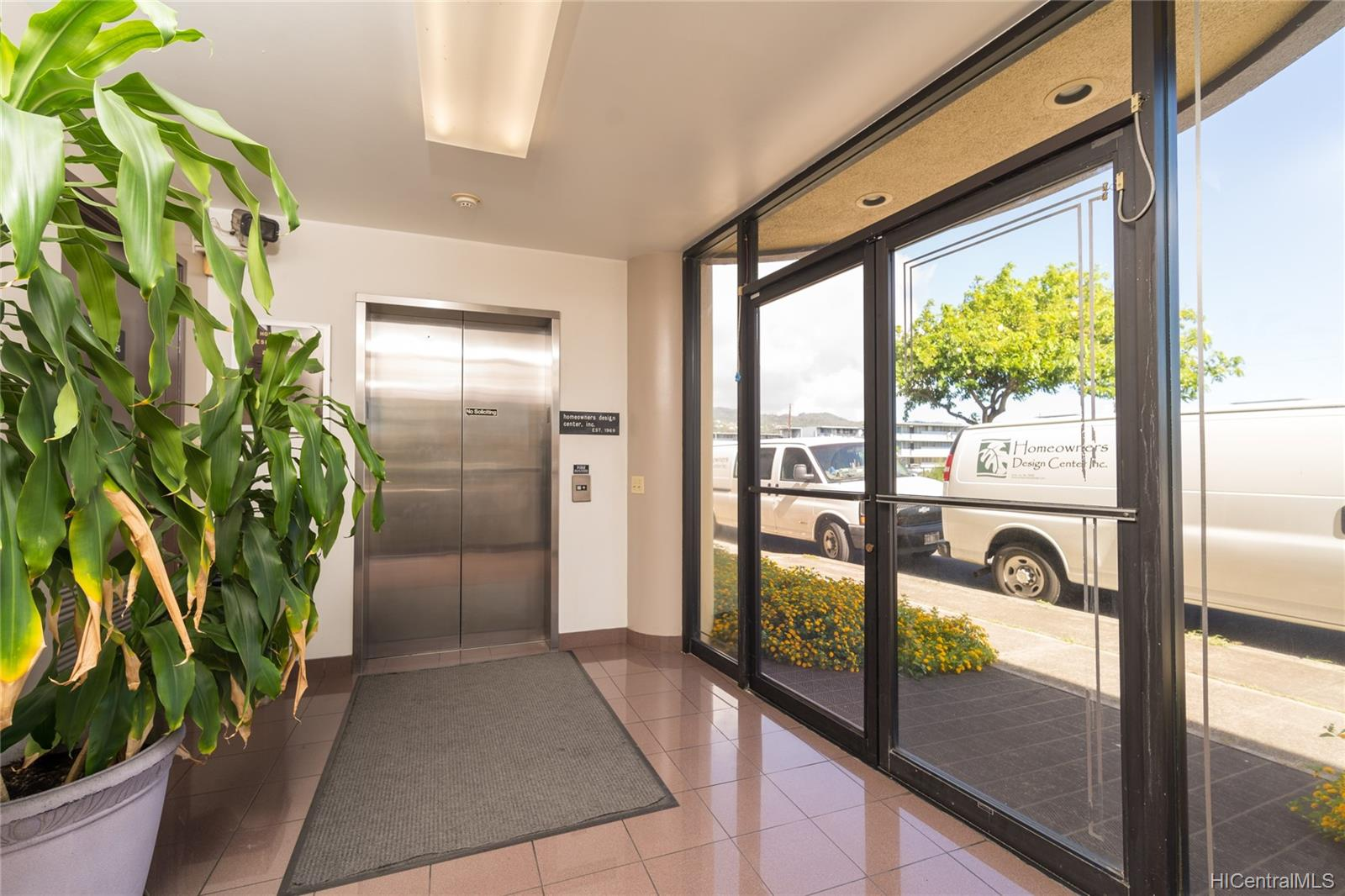 1030 Kohou Street Honolulu Oahu commercial real estate photo13 of 25