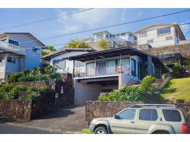 1040  Kalikimaka St Alewa Heights, Honolulu home - photo 1 of 19