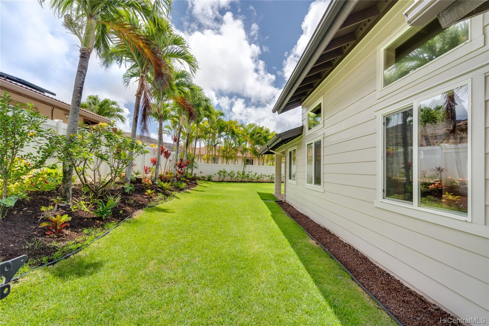1057  Kuekue Street Kamilo Nui, Hawaii Kai home - photo 16 of 18