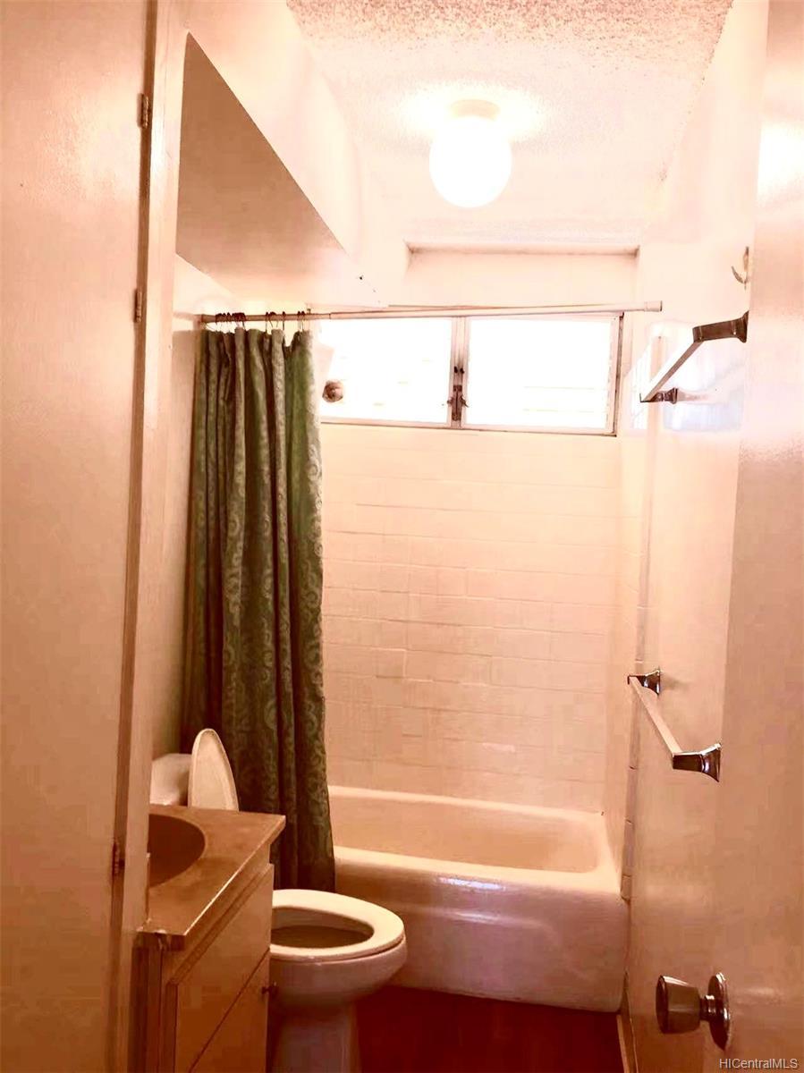 Hassinger condo # 202, Honolulu, Hawaii - photo 6 of 7