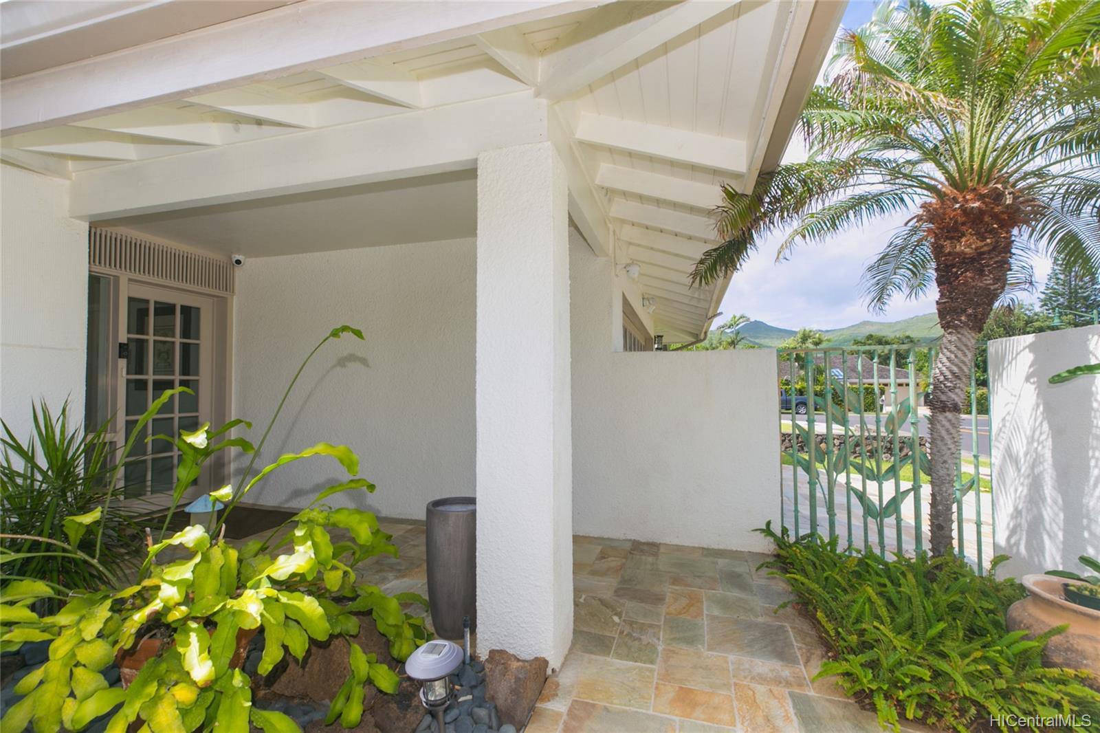 1150  Makaaoa Street Queens Gate, Hawaii Kai home - photo 24 of 25