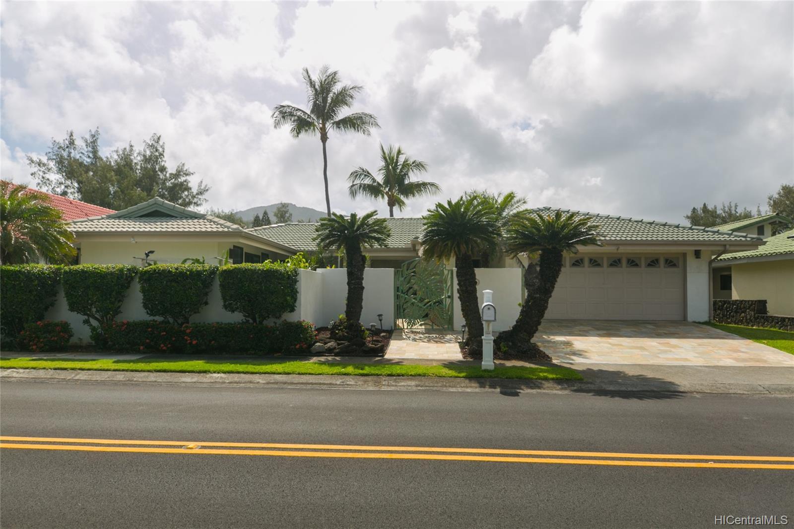 1150  Makaaoa Street Queens Gate, Hawaii Kai home - photo 8 of 25
