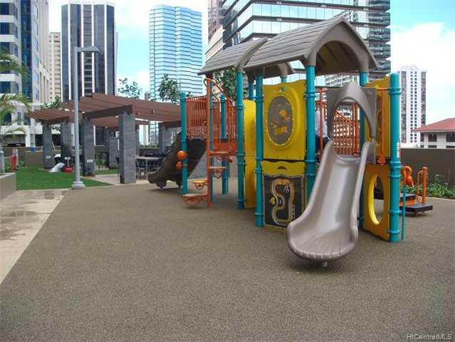 Capitol Place condo # PH3410, Honolulu, Hawaii - photo 5 of 10