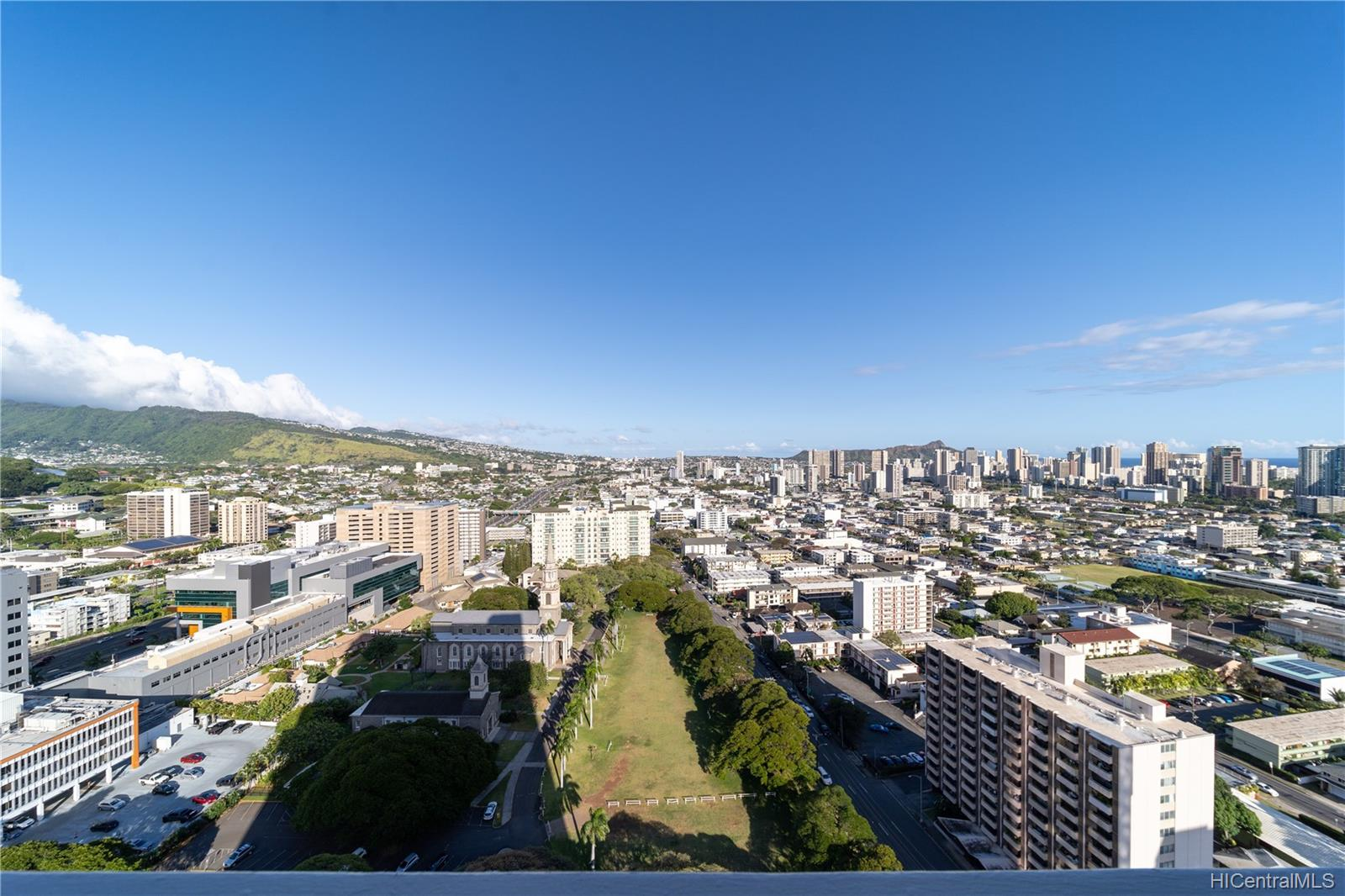 Banyan Tree Plaza condo # 3002, Honolulu, Hawaii - photo 16 of 24