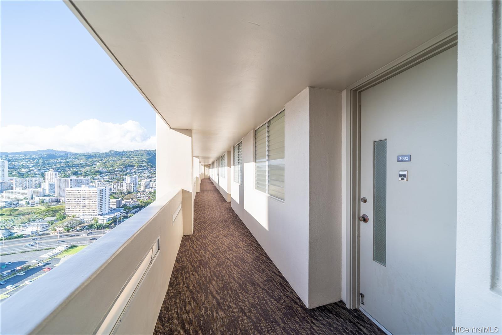 Banyan Tree Plaza condo # 3002, Honolulu, Hawaii - photo 17 of 24
