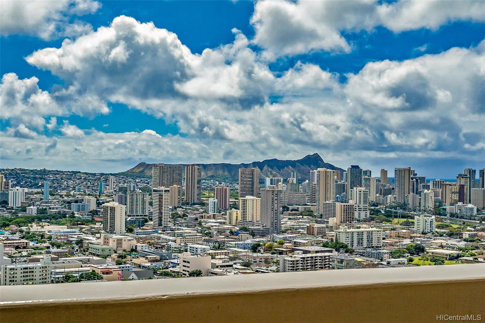 Banyan Tree Plaza condo # 3305, Honolulu, Hawaii - photo 1 of 16