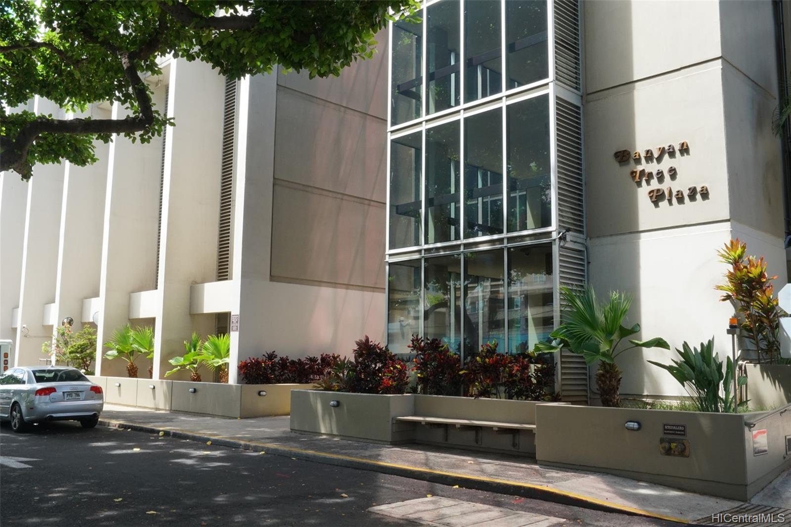 Banyan Tree Plaza condo # 3305, Honolulu, Hawaii - photo 13 of 16
