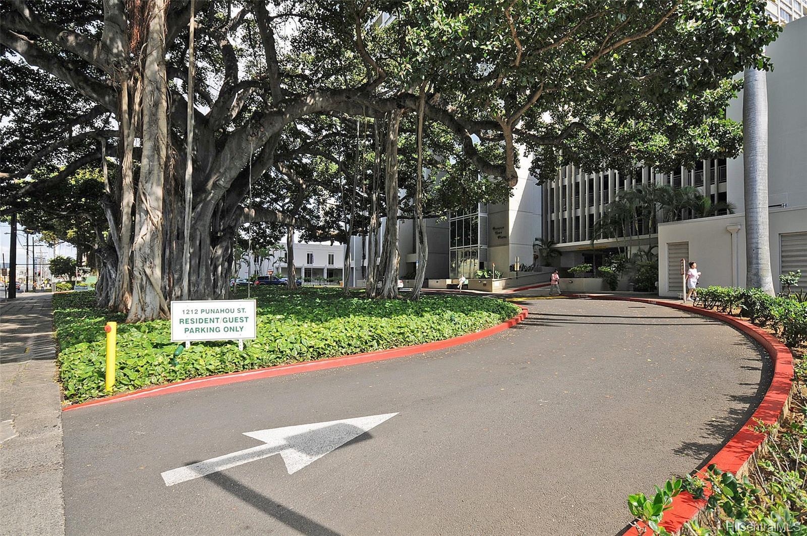 Banyan Tree Plaza condo # 704, Honolulu, Hawaii - photo 23 of 25