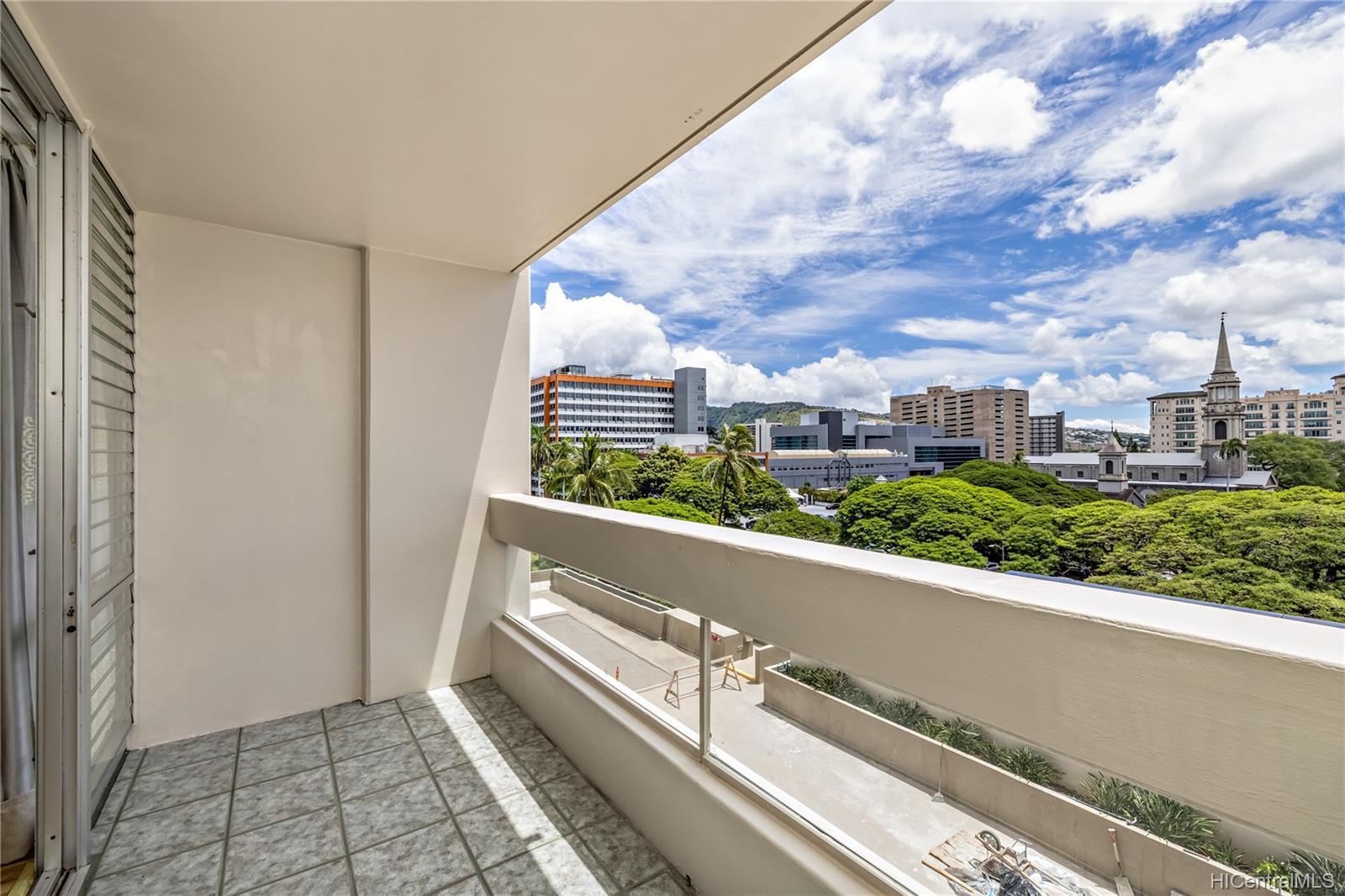 Banyan Tree Plaza condo # 704, Honolulu, Hawaii - photo 5 of 25