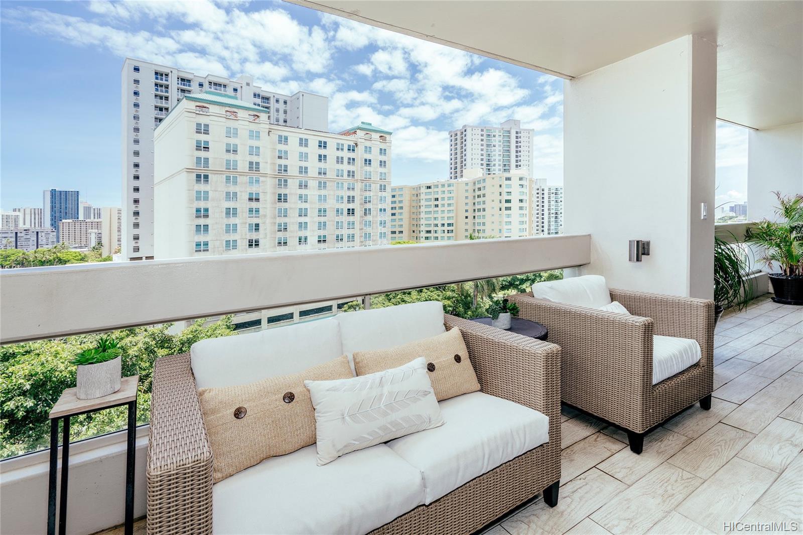 Banyan Tree Plaza condo # 808, Honolulu, Hawaii - photo 11 of 25