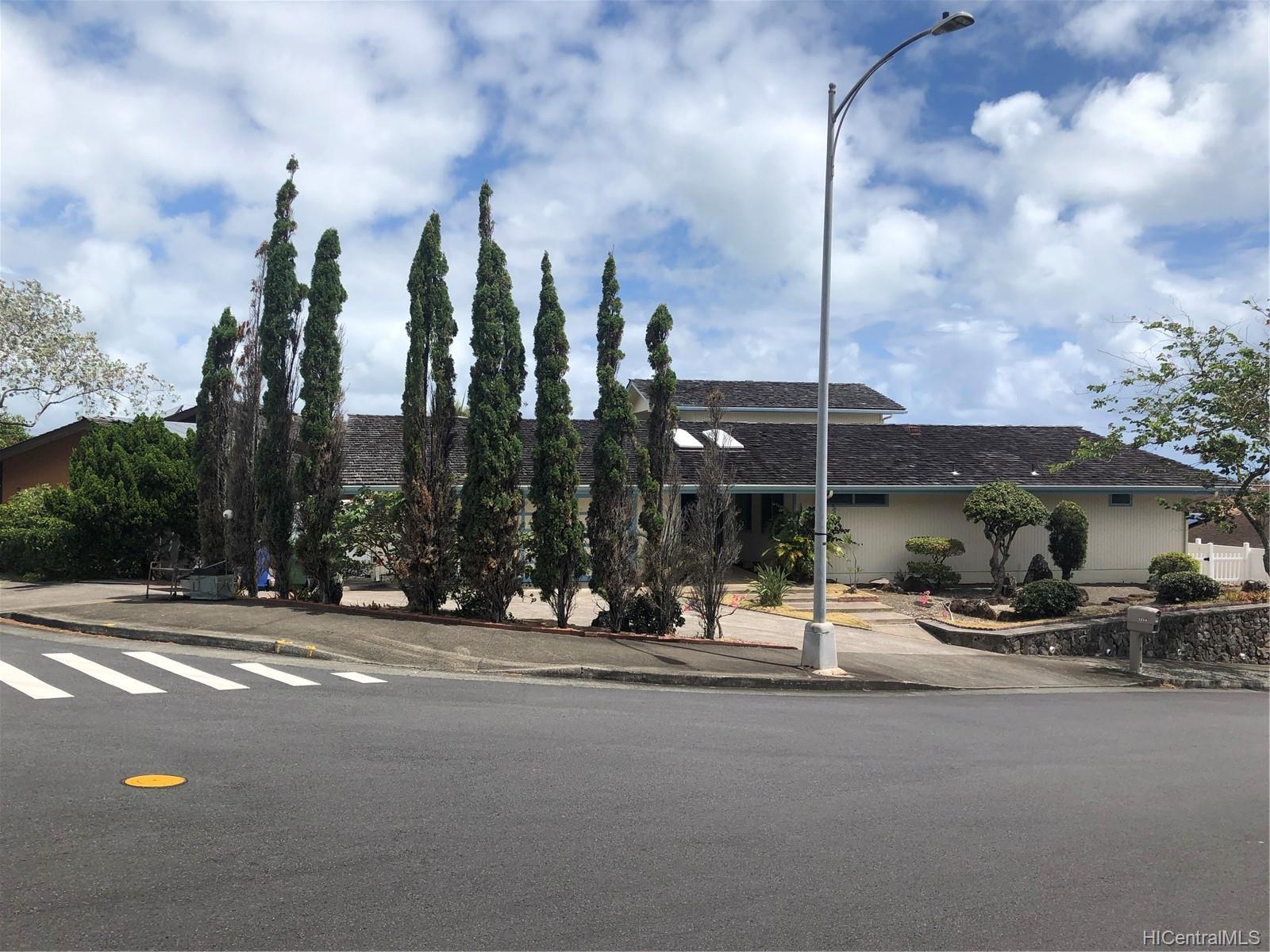 1254  Aulepe Street Hillcrest, Kailua home - photo 3 of 25