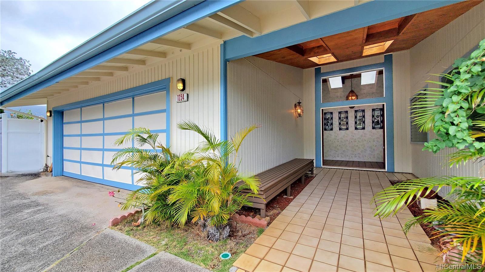 1254  Aulepe Street Hillcrest, Kailua home - photo 4 of 25