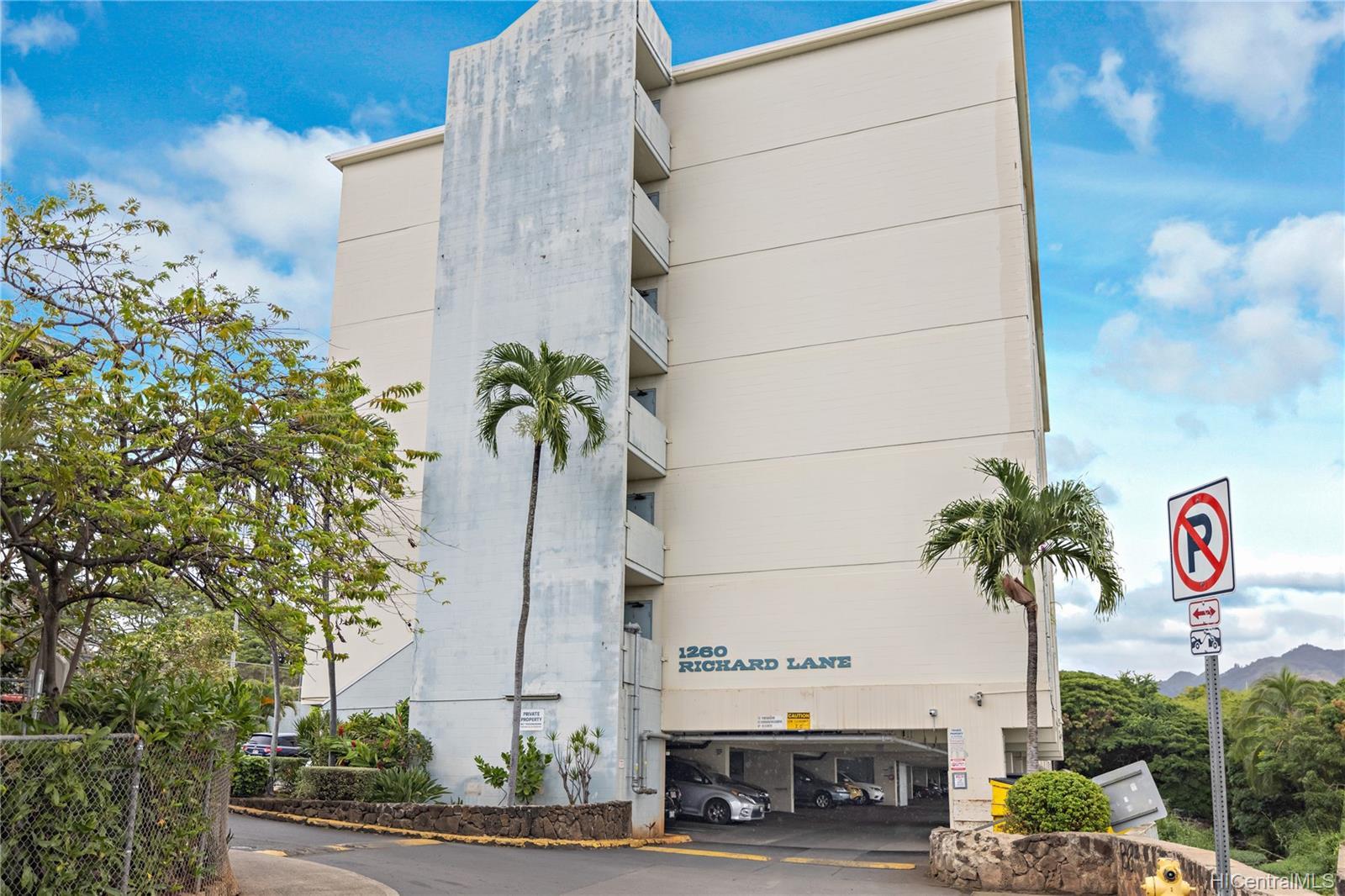 1260 Richard Ln condo # 402, Honolulu, Hawaii - photo 1 of 25