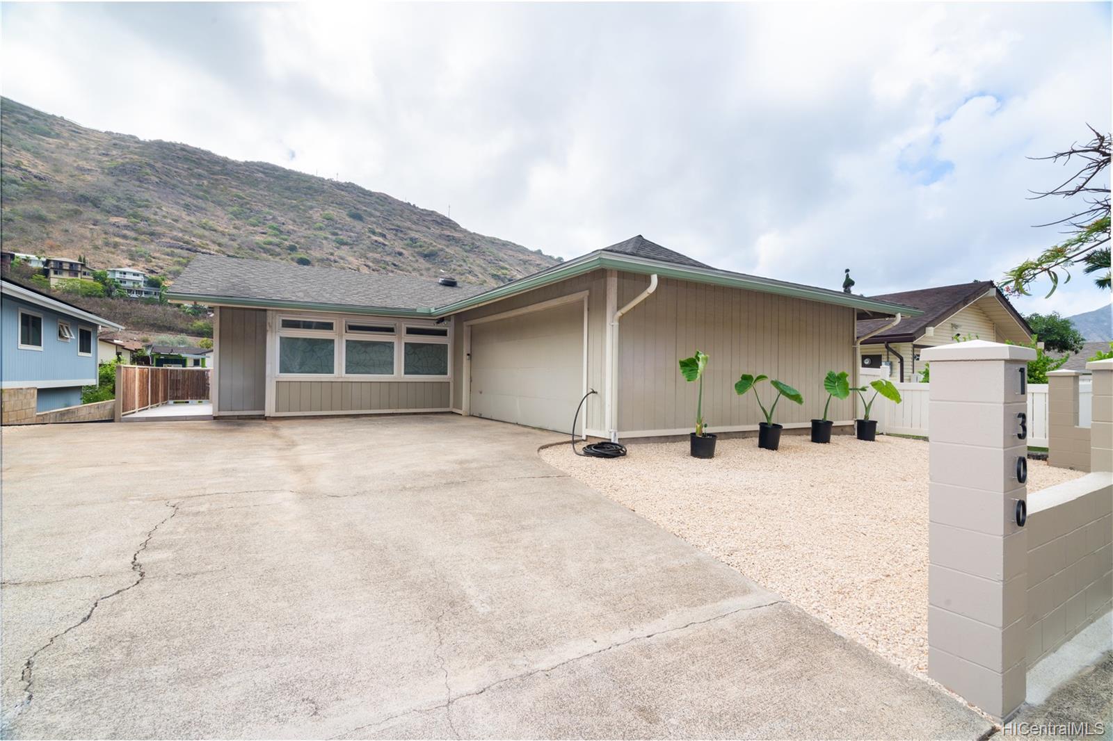 1300  Lunalilo Home Road Kamiloiki, Hawaii Kai home - photo 1 of 24