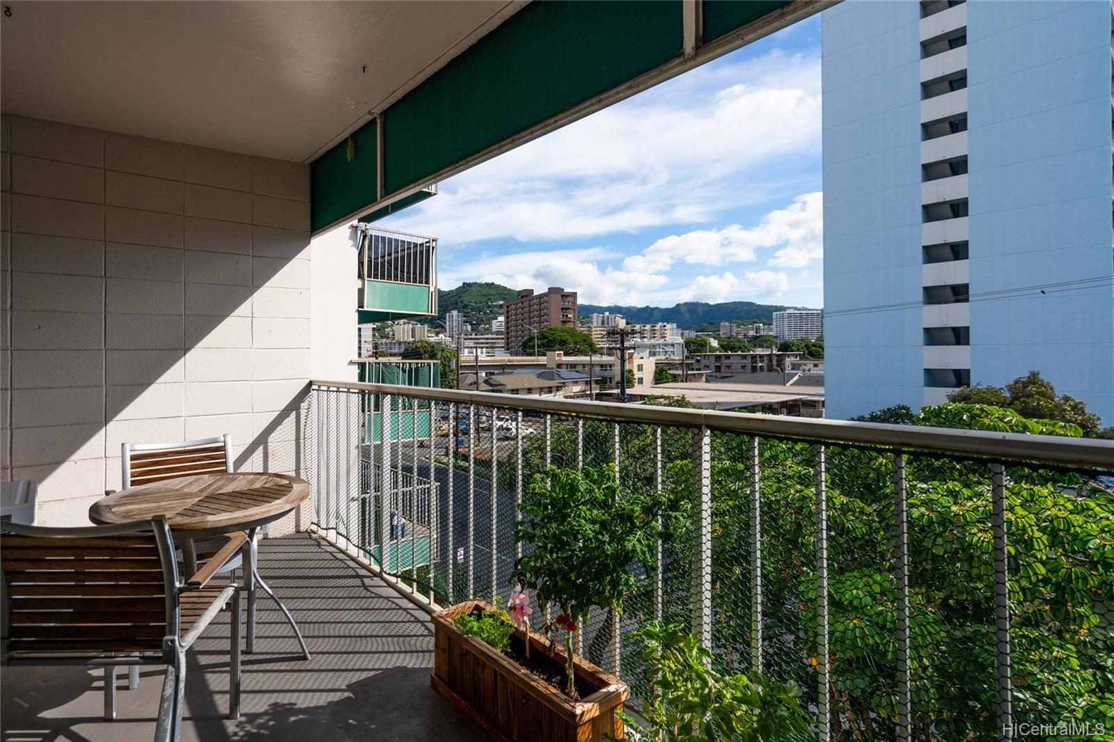 Piikoi Terrace condo # 501, Honolulu, Hawaii - photo 8 of 24
