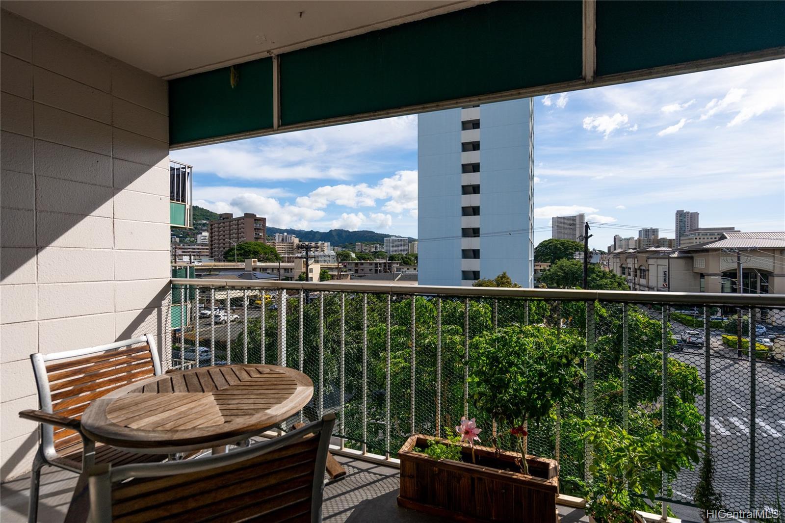 Piikoi Terrace condo # 501, Honolulu, Hawaii - photo 9 of 24