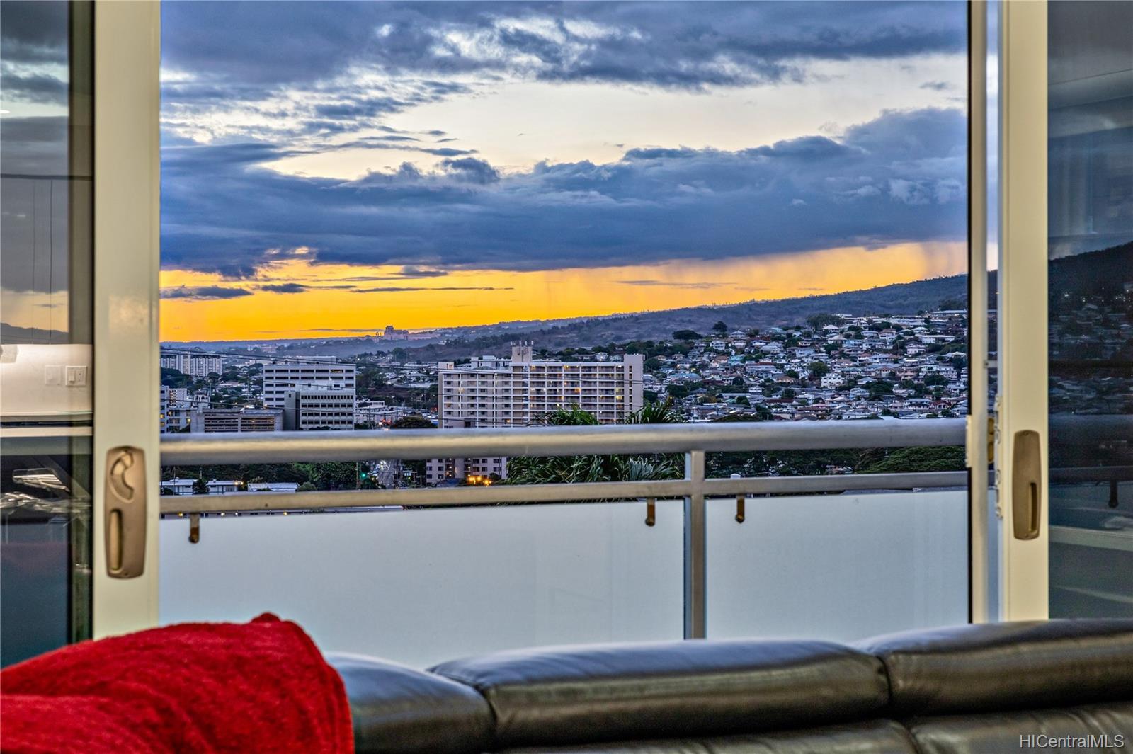 132  Prospect Street Punchbowl Area, Honolulu home - photo 24 of 25
