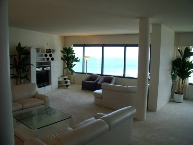 Nauru Tower condo # 4201, Honolulu, Hawaii - photo 5 of 10