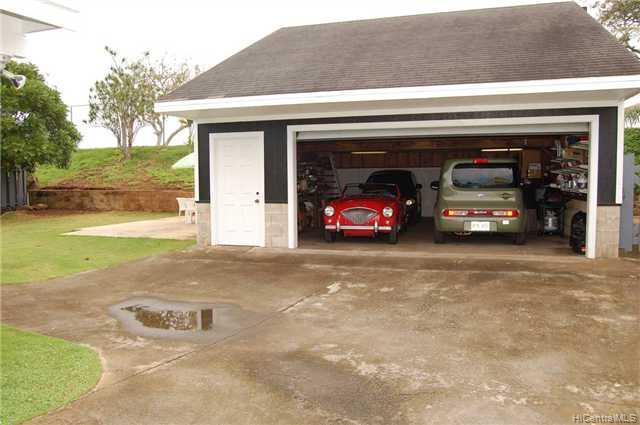 1337  Ulupii St Pohakupu, Kailua home - photo 4 of 10