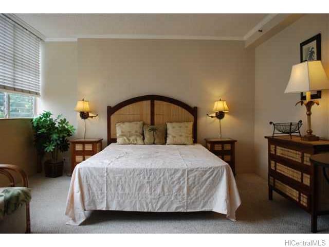 Waikiki Grand Hotel condo #321, Honolulu, Hawaii - photo 1 of 8