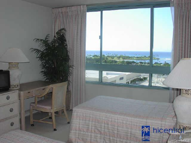 URAKU TOWER HAWAII condo # 16/C, Honolulu, Hawaii - photo 5 of 6
