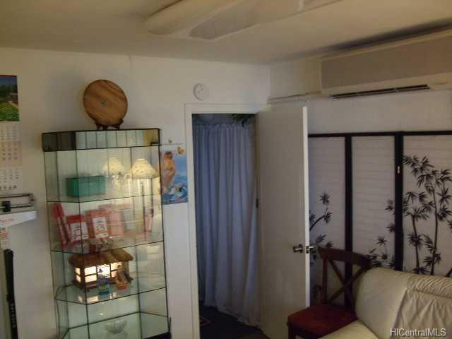 1344 Young St Makiki Area  - photo 9 of 9