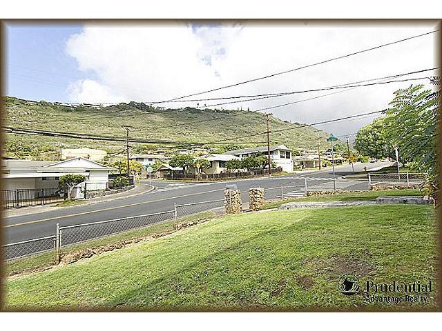 1398  Halekoa Dr Waialae Nui-lwr, Diamond Head home - photo 19 of 20