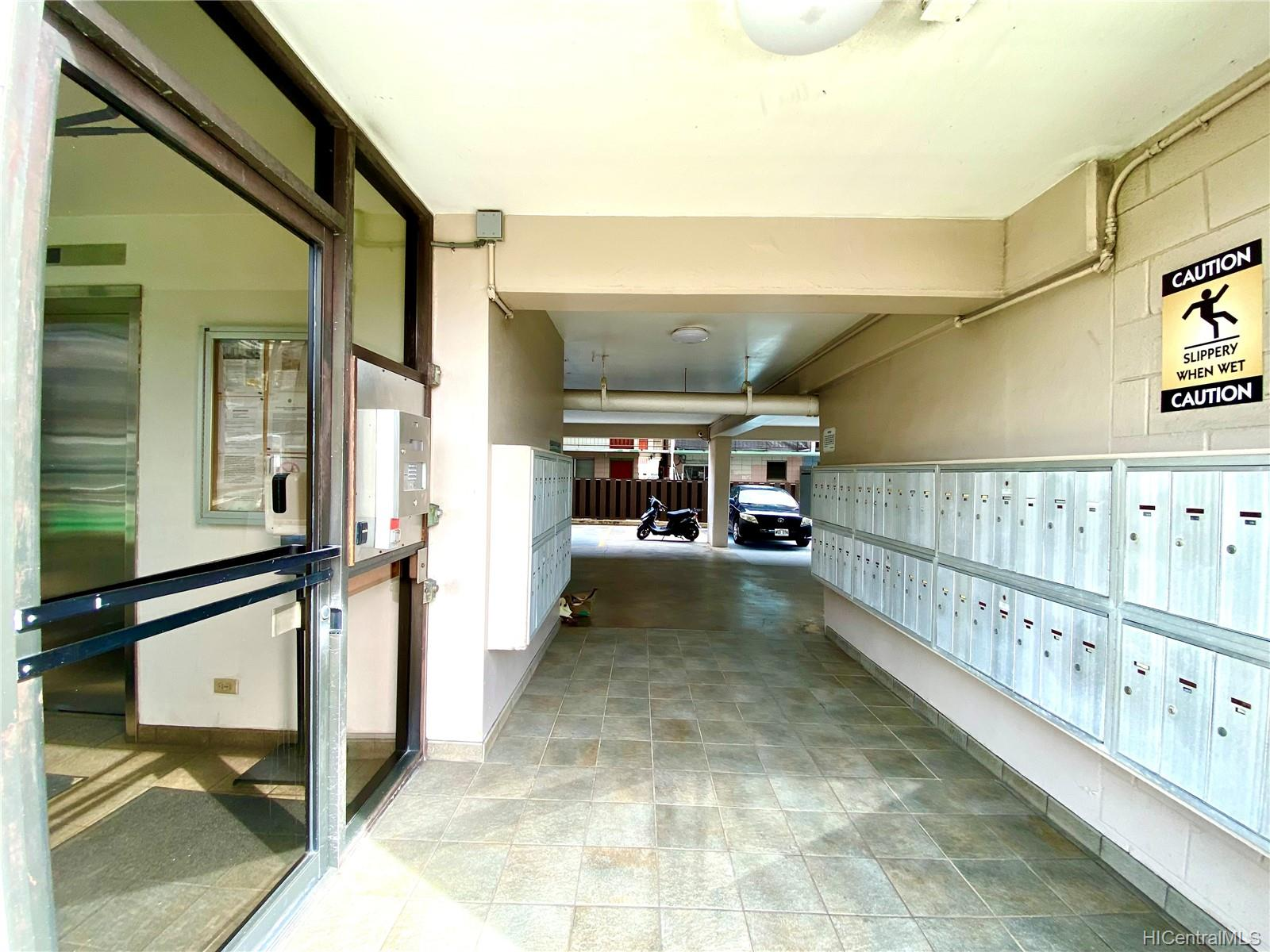 Luna-Liho Towers condo # 305, Honolulu, Hawaii - photo 14 of 17