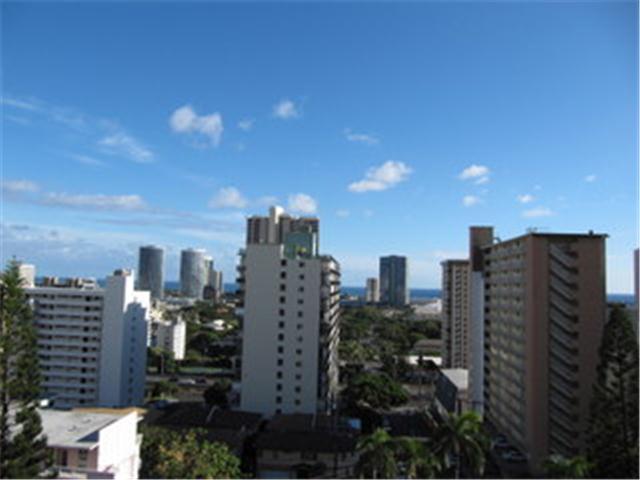 Victoria Plaza condo # 905, Honolulu, Hawaii - photo 2 of 12