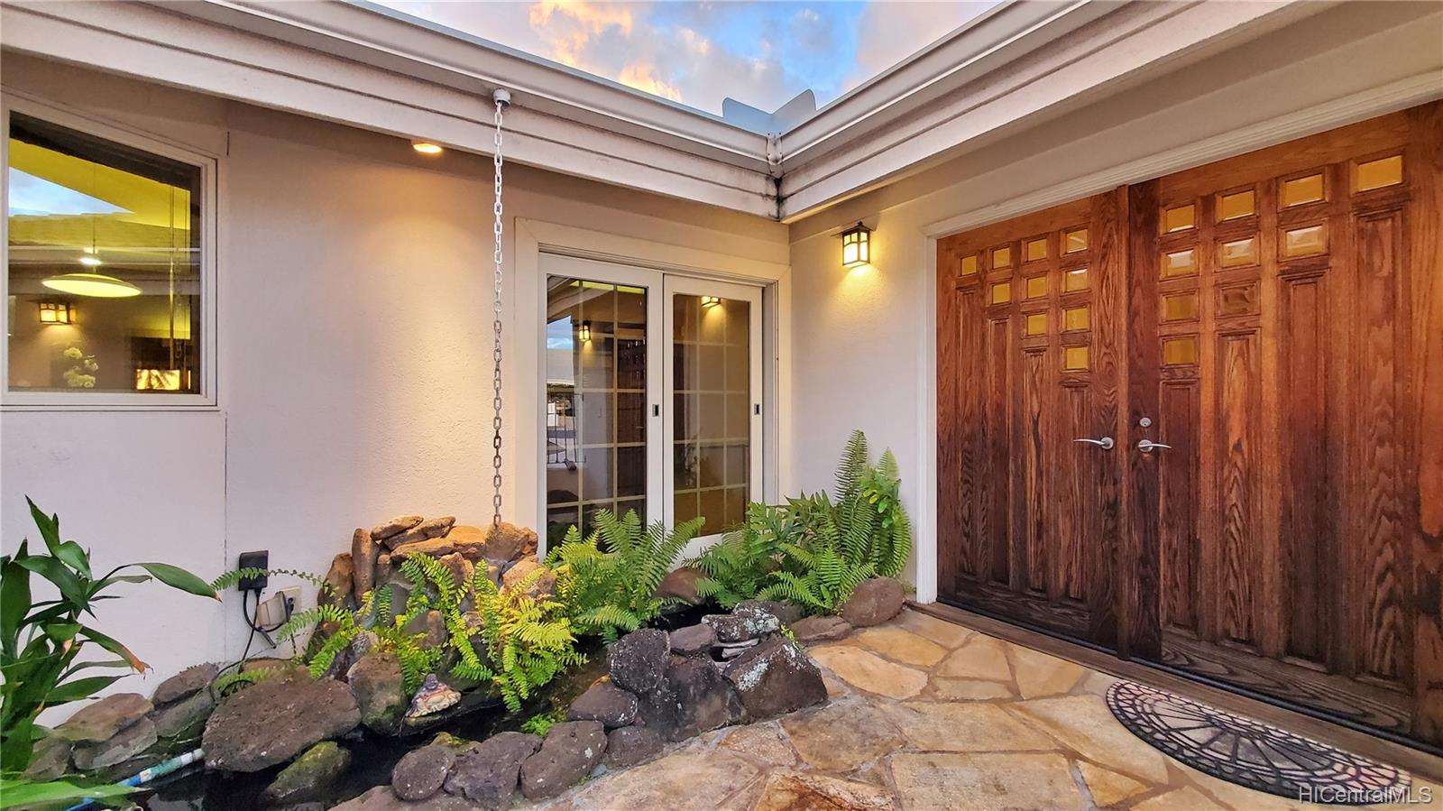 1446  Ala Leie Place Salt Lake, Honolulu home - photo 22 of 25