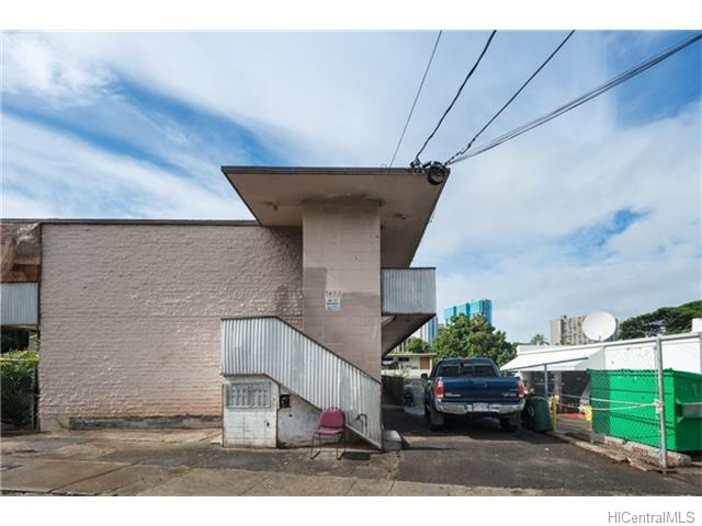 1452 Lusitana St Honolulu - Multi-family - photo 2 of 13
