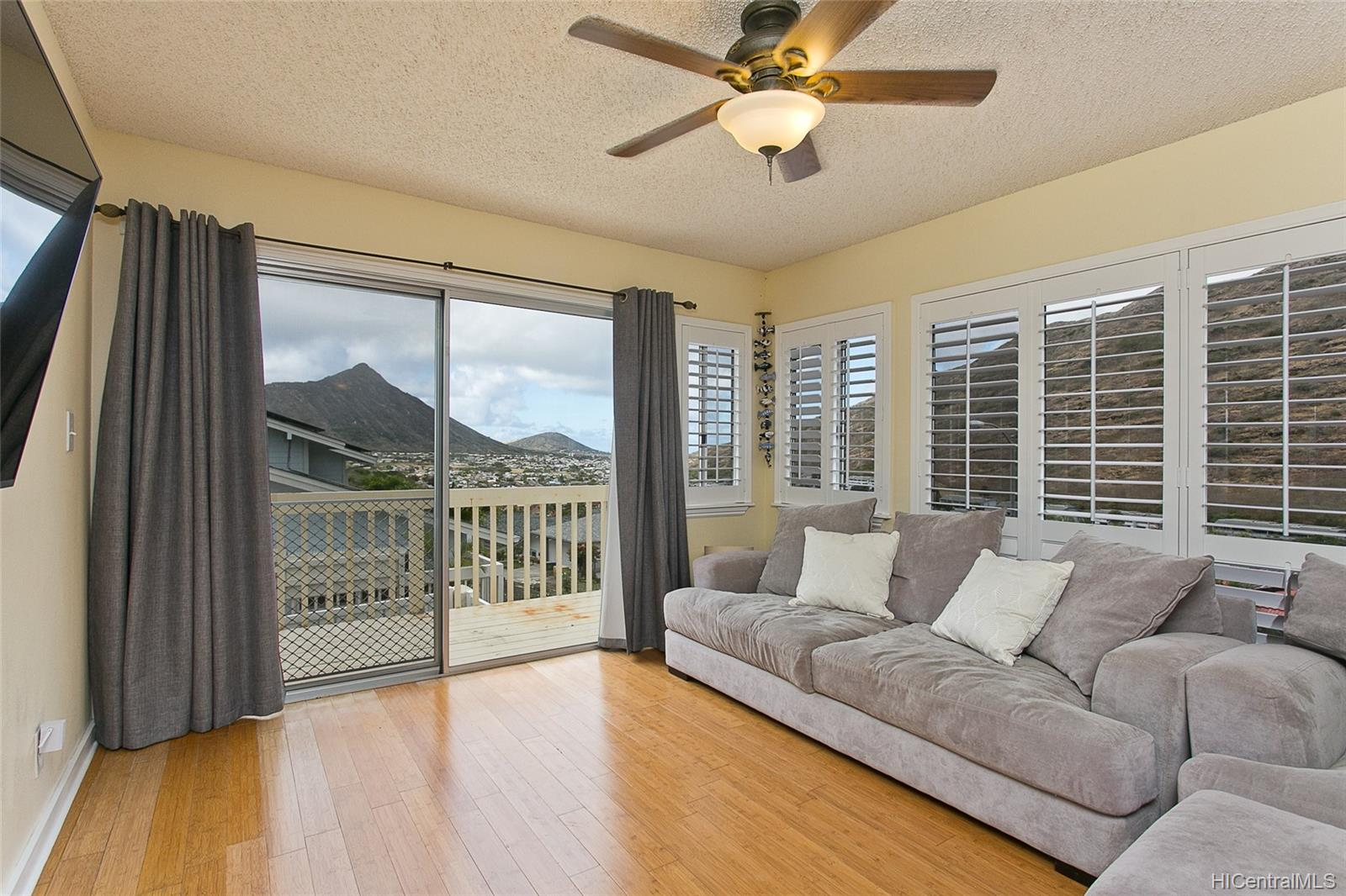 1464  Miloiki Street Kamiloiki, Hawaii Kai home - photo 3 of 16