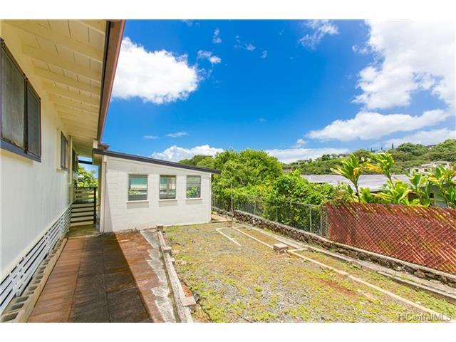 1518  Mahiole St Moanalua Gardens, Honolulu home - photo 2 of 14