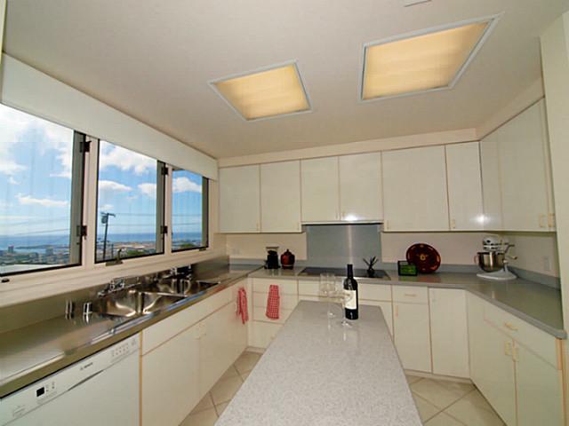 1548  Alewa Dr Alewa Heights, Honolulu home - photo 3 of 11