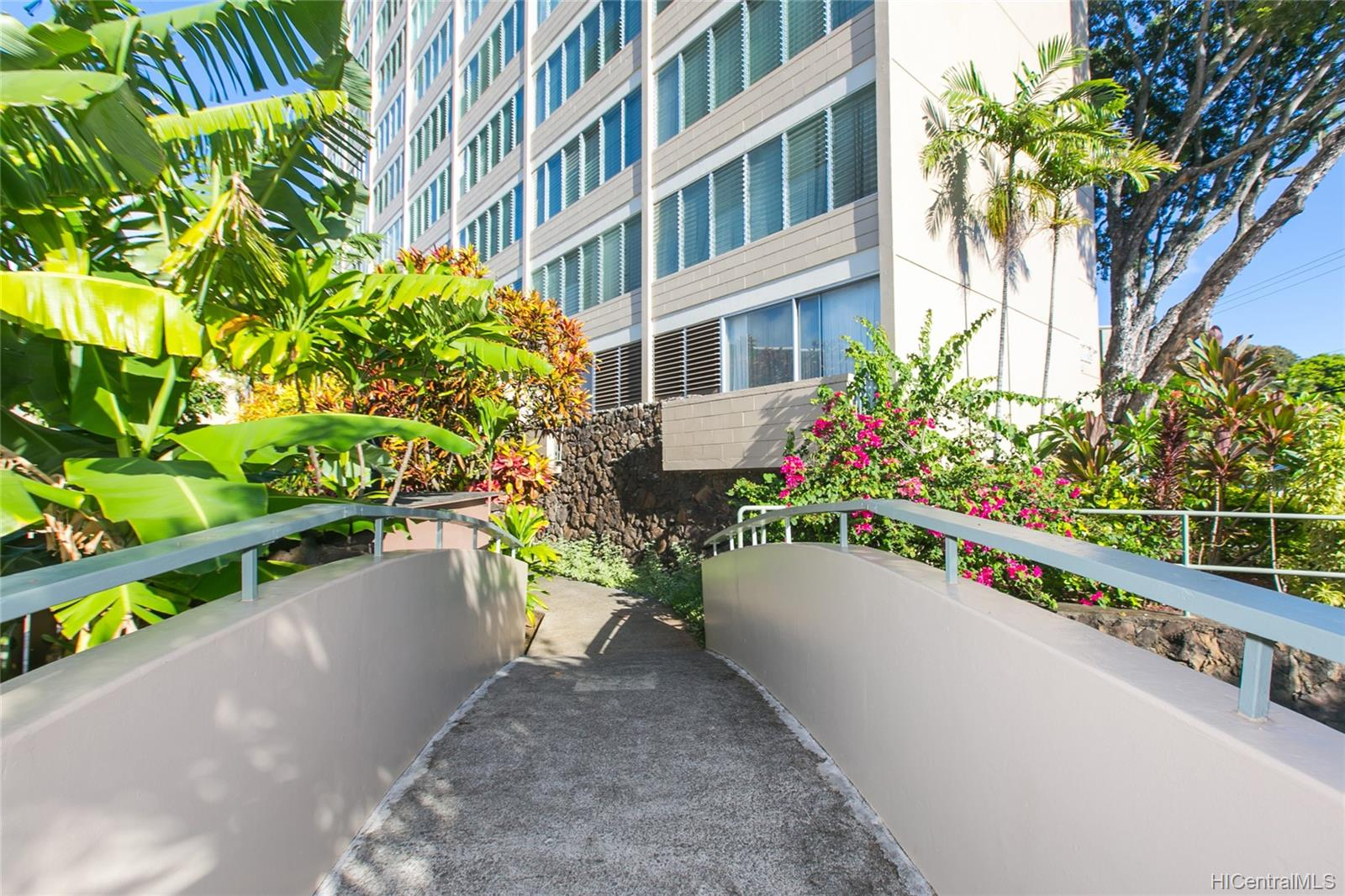Punahou Gardens Apts condo # 1203, Honolulu, Hawaii - photo 2 of 24