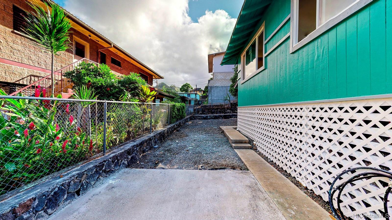 1562  Lehua Street Kalihi-upper, Honolulu home - photo 10 of 15