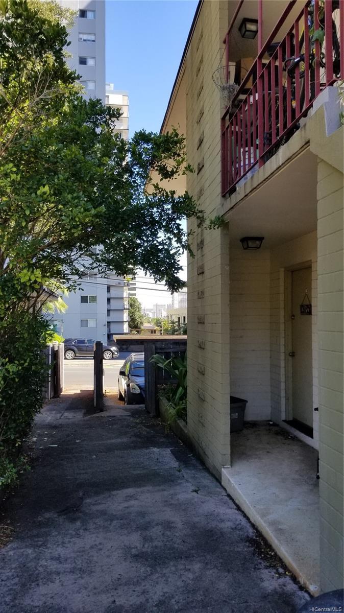 1576 Pensacola Street Honolulu - Multi-family - photo 16 of 20