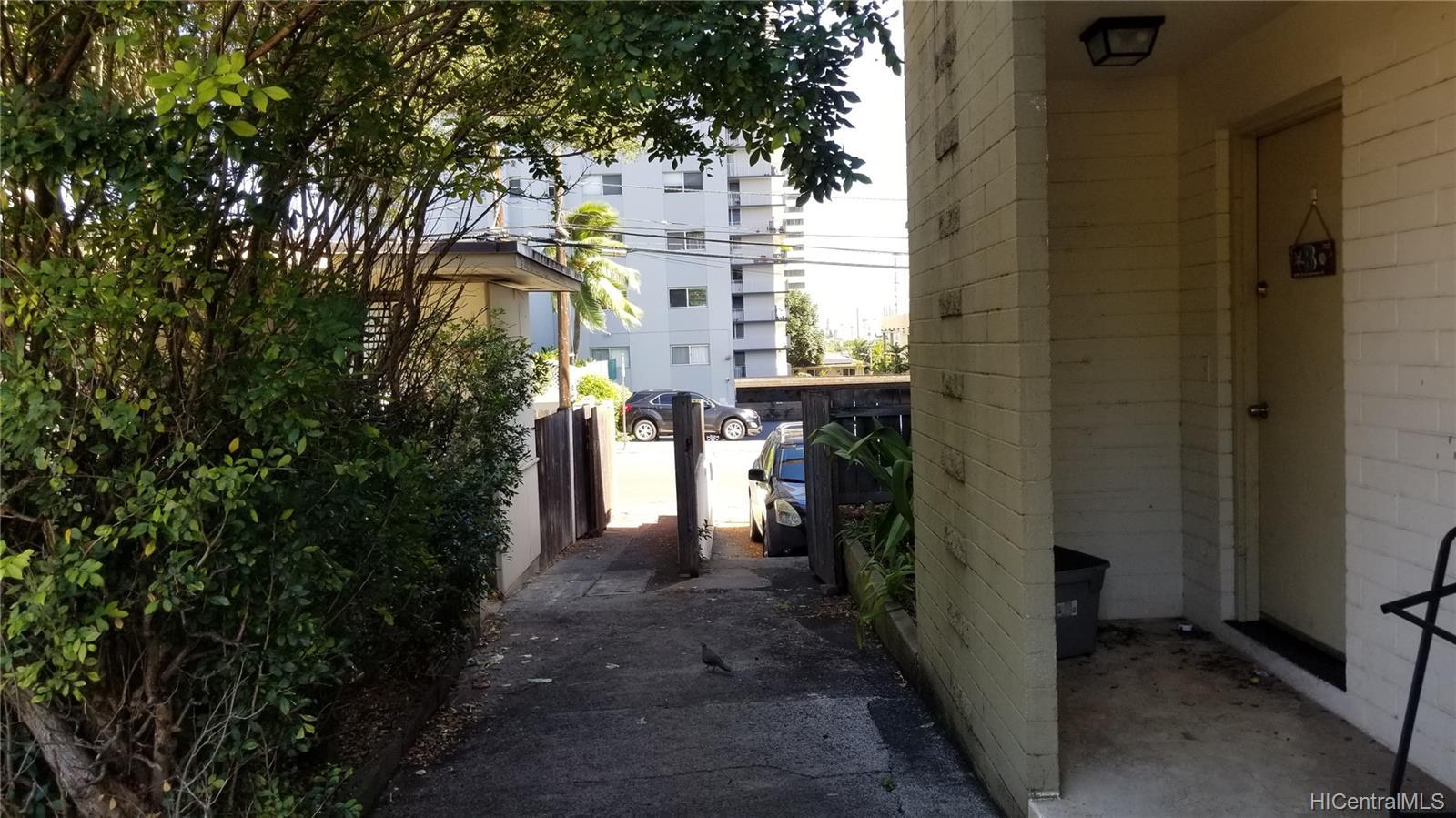 1576 Pensacola Street Honolulu - Multi-family - photo 17 of 20