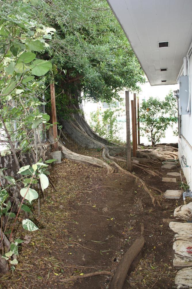 1576 Pensacola Street Honolulu - Multi-family - photo 18 of 20