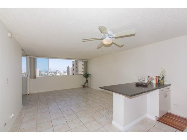 Punahou Sunset condo #802, Honolulu, Hawaii - photo 1 of 22