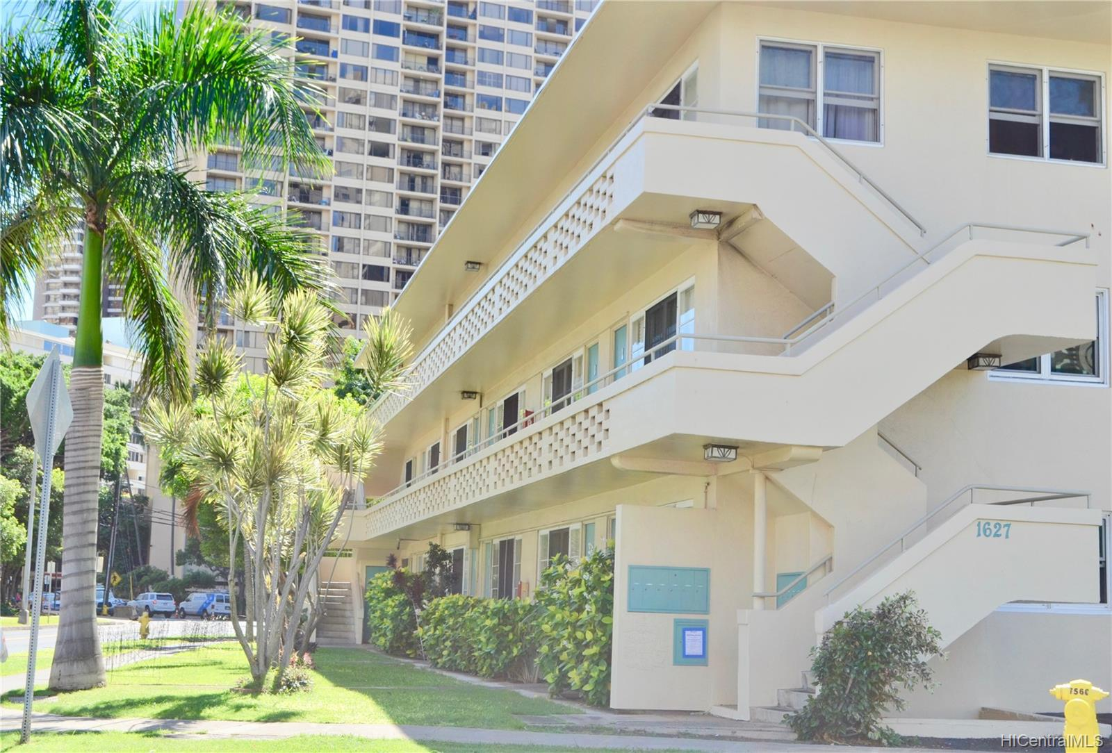 Marina Gardens condo # 202, Honolulu, Hawaii - photo 2 of 10