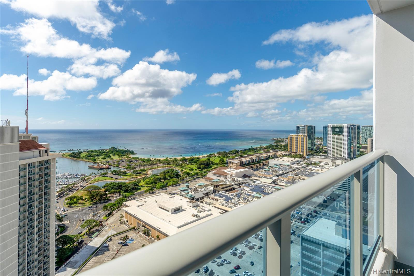 Kapiolani Residence condo # 4211, Honolulu, Hawaii - photo 4 of 12